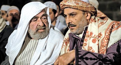 جمال سليمان وعبد الرحمن آل رشي في مشهد من «أهل الراية»
