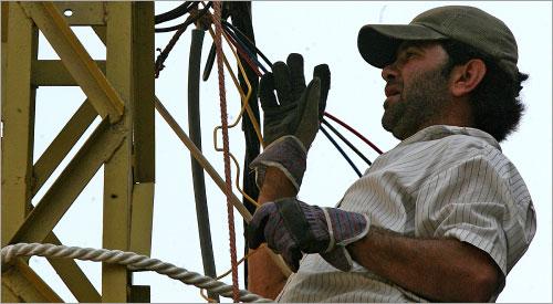 بين الكهرباء والاتصالات: المطلوب تحقيق التوازن لا الأرباح (مروان طحطح)