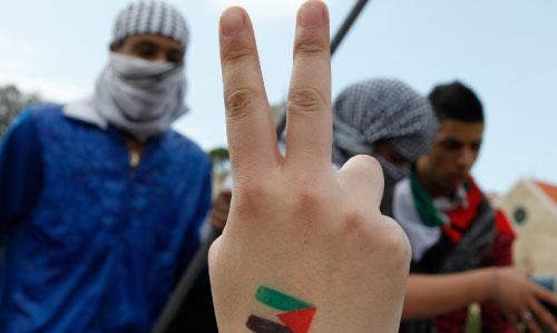 من تظاهرة تضامن لبنانية مع المقاومين الفلسطينيين أمس (بلال حسين ـــ أ ب)