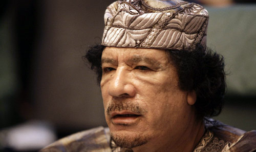 الرئيس الليبي معمّر القذافي في قمّة سرت (أرشيف ــ أ ف ب)