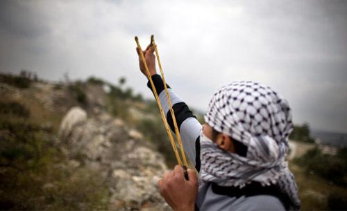 انتفاضة الحجارة مستمرّة على أرض فلسطين (برنا أرمانغ ــ أ ب)