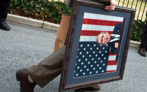 مع انقضاء عهد بوش، هل آن الأوان لسياسة ضريبيّة أكثر عدالة؟ (أرشيف ــ رويترز)