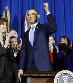 وقع أوباما على إبطال القانون مساء الأربعاء (جويل صمد ـ أ ف ب)