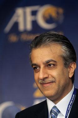 نفى الشيخ سلمان كل الاتهامات الموجهة اليه بتعذيب لاعبي كرة القدم البحرينيين (أ ف ب)