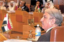 المندوب السوري في الجامعة العربية خلال اجتماع وزراء الخارجية في القاه