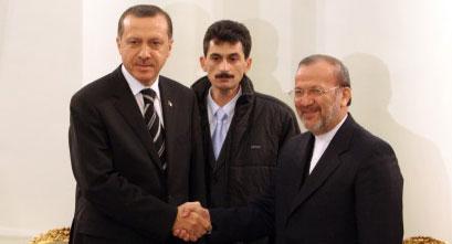 متكي يستقبل أردوغان في طهران أمس (أ ب)