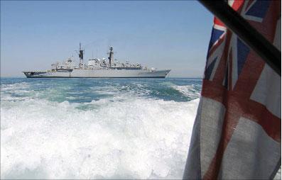 المدمّرة البريطانيّة «أيتش أم أس - كورنوول» في الخليج العربي (أرشيف - أ ف ب)