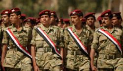 جنود يمنيون خلال حفل تخرجهم في صنعاء (خالد عبد الله ــ رويترز)