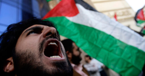 تظاهرات القاهرة لم تعد موجّهة ضدّ إسرائيل وحسب (عمرو دلش ــ رويترز)