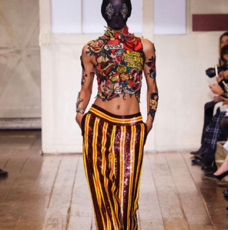 من عرض أزياء Maison Martin Margiela للأزياء الراقية لربيع