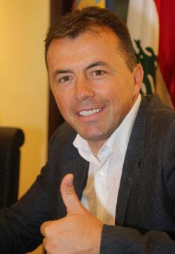 يبدأ رادولوفيتش مهمته مع المنتخب باجتماع مع اللاعبين (عدنان الحاج علي)