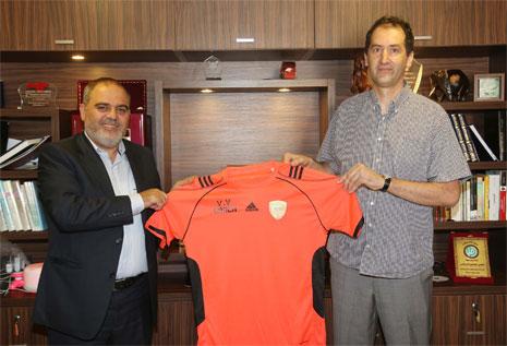 نعمة يحمل قميص الميادين مع المدرب فويوفيتش