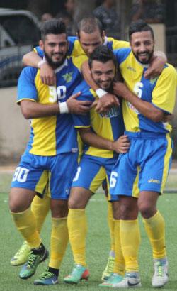 لاعبو الصفاء يحتفلون بهدف علاء البابا (عدنان الحاج علي)