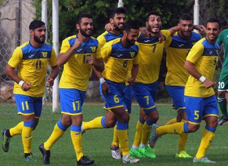 لاعبو الصفاء يحتفلون بهدف محمد زين طحان (عدنان الحاج علي)