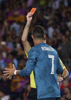 أُوقف رونالدو 5 مباريات (جوسيب لاغو ــ أ ف ب)