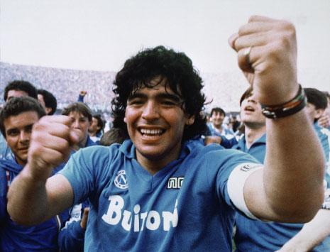 مهما تقدّم مارادونا في السن يبقى ذلك الشاب الساحر في الذاكرة (أرشيف)