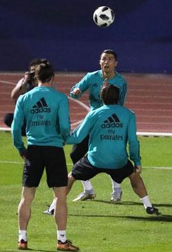 يتطلع ريال مدريد إلى تحقيق خماسية تاريخية (كريم صاحب ــ أ ف ب)