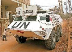 آلية للقوات الدولية في بلدة الخيام أمس ( أ ب)