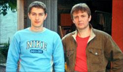 ليتفينينكو (الى اليمين) الى جانب أخيه (أرشيف - إي بي أي)