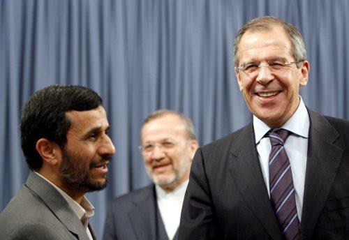 نجاد ولافروف في طهران أول من أمس (عابدين طاهر كيناري ـ إي بي أي)