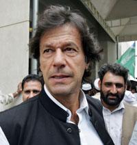 المعارض الباكستاني عمران خان الذي أفرجت السلطات عنه أمس (عامر قرشي ـ أ ف ب)