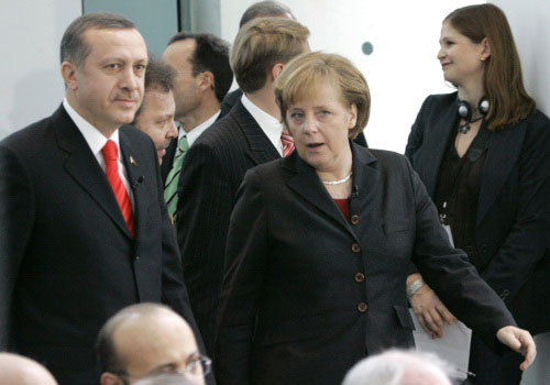 أردوغان وميركل في برلين في الثامن من الجاري (فريتز ريس ـ أ ف ب)