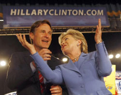 كلينتون تحتفل بفوزها في إنديانا أمس (روبين بيك ـــ أ ف ب)