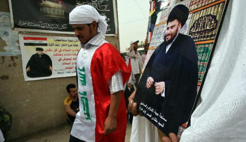 ينظّم الصدريون اليوم تظاهرة مليونية في النجف لمناهضة الاحتلال (علي السعدي ــ أ ف ب)