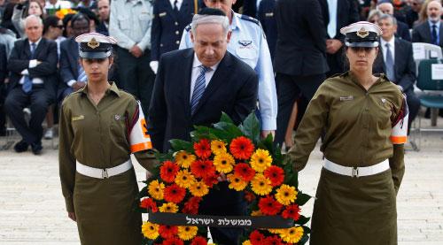 نتنياهو لدى مشاركته في ذكرى المحرقة في القدس المحتلة أمس (باز راتنر ـــ أ ب)
