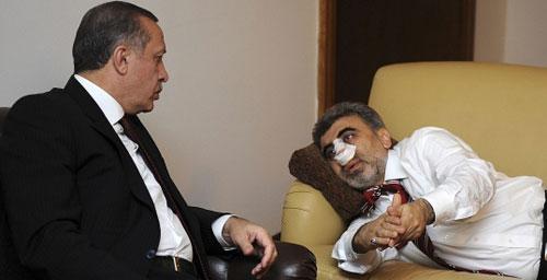 أردوغان يعود وزيره يالديز في أنقرة أول من أمس (رويترز)
