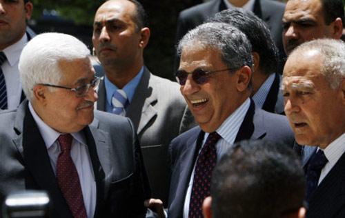 أبو الغيط وموسى وعباس في القاهرة أمس (ناصر ناصر - ا ب)