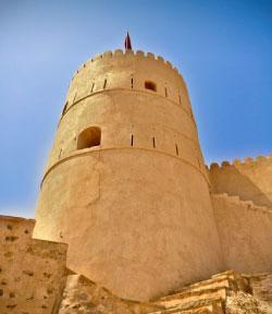 احد ابراج قلعة نخل