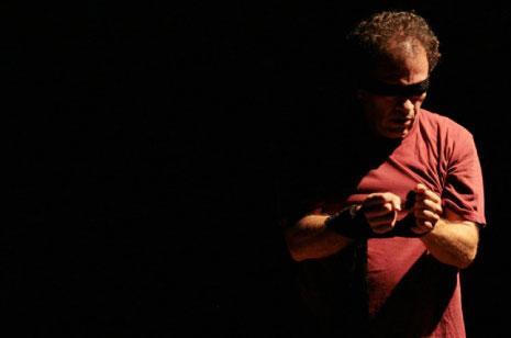 يقدم الممثل الكولومبي هكتور اريستيزابال Nightwind
