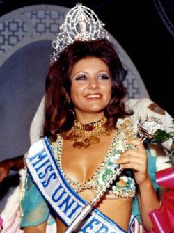 جورجينا رزق بعد تتويجها ملكة لجمال الكون في 1971