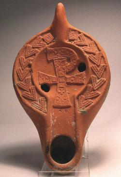 اللبرومة على قنديل زيت أحمر إفريقي - القرن الرابع (بإذن من أنويز فان دن هوك)
