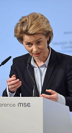 وزيرة الدفاع الألمانية (أ ف ب)