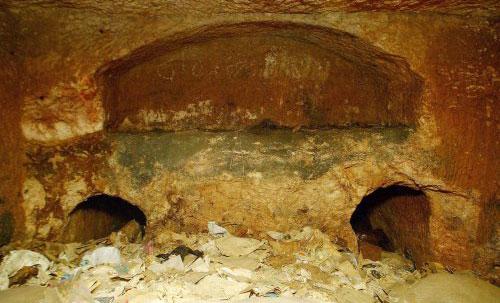 قبر {تلبيوت} الذي يدّعى أن رفات المسيح وعائلته مدفونة فيه (إي بي أي)