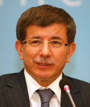 داوود أوغلو (عثمان أورسال - رويترز)