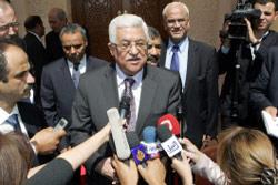 عباس خلال مؤتمر صحافي في الأردن أول من أمس (خليل مزرعاوي ــ أ ف ب)