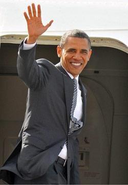أوباما مغادراً بريطانيا أمس (توبي ملفيل ــ أ ف ب)