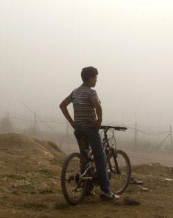 فتى سوري في مجدل شمس أمس (جاك غومز ــ أ ف ب)