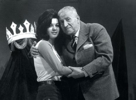 نجيب حنكش وبارعة مكناس في لقطة ترويجية في نيسان 1971