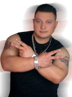 فراس الحمزاوي صاحب أغنية «أصابع رجليكي»، وجد ضالته الجديدة إلى الشهرة