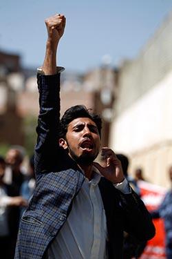 دعا الحوثي إلى التحشيد في كل الجبهات خاصة الساحل ونهم (أ ف ب)