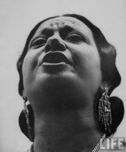 خصص زياد سحاب الحلقة الأولى من «أغنيات منسية» للأغنيات التي قدمتها أم كلثوم للملك فاروق