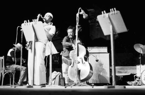 عازف الجاز تشارلز مينغوس في معبد باخوس (1974)