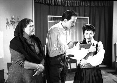 مع كمال الشناوي وفردوس محمد في فيلم «ليلة الحنة»