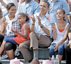 أوباما مع أفراد عائلته