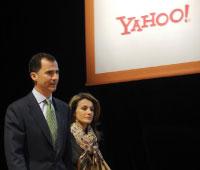 الأمير فيليب وزوجته الأميرة ليتيسا خلال المؤتمر (أ ف ب)