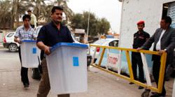 بدء وصول صناديق الاقتراع إلى البصرة (نبيل الجوراني ـ أ ب)